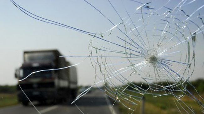 crack-windscreen